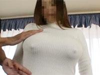 フル勃起した乳首を服の上から責めてみた
