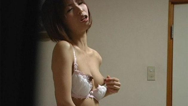 母乳が出る長い乳首の羽純