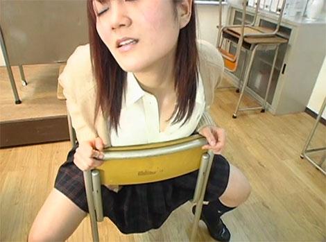 教室で乳首オナニー