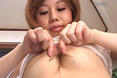 坂本麻美ちゃんの乳首伸ばし