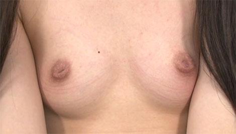 ツインテールガールの変わった陥没乳首
