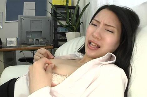 お姉さんの乳首オナニー