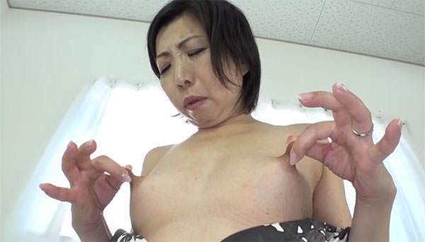 倉田江里子さんの乳首オナニー