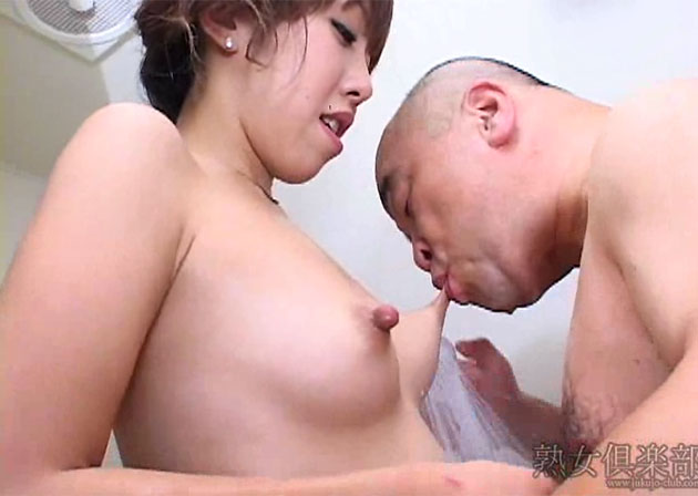 吉沢ミルクさんのシャワーシーン