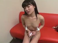 初めての乳首吸引ロータの快感にお股が疼いちゃう女の子