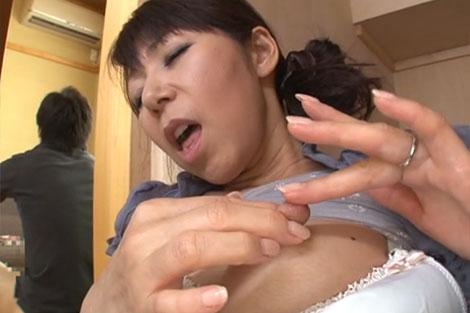 【スマホ撮り】ショッピングモールのトイレで27歳の妻と・・・【お宝】