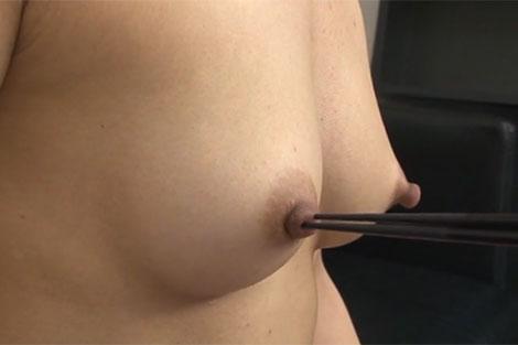 友利ルナちゃんの長い乳首