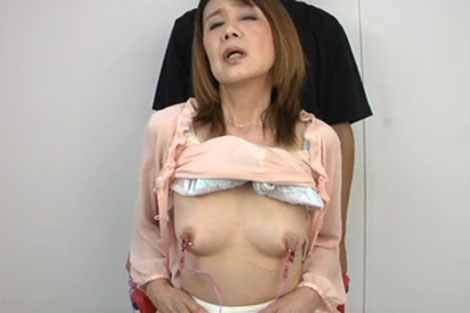 宮田清子さんを乳首責め