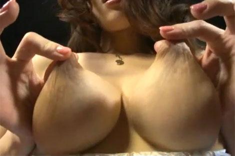 西野エリカさんの乳首リフト