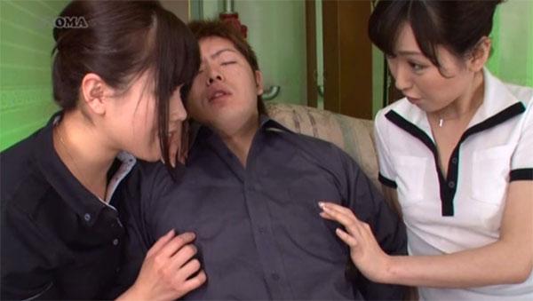 新人に乳首の弄り方を教える先輩
