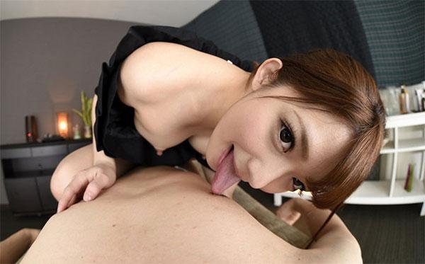VRの中で麻里梨夏ちゃんに乳首を舐められる僕