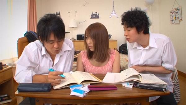 友達と3人で勉強中