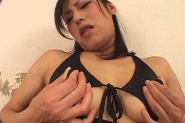 真田友里さんの乳首オナニー
