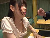乳首セクハラされる女教師