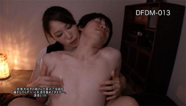 密着して背後から乳首を弄ってくる凛音とうか